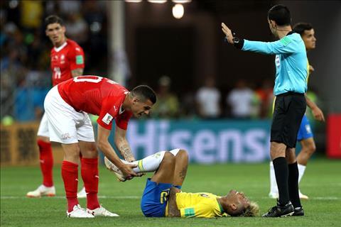 Brazil vs Thuy Si Neymar bi pham loi