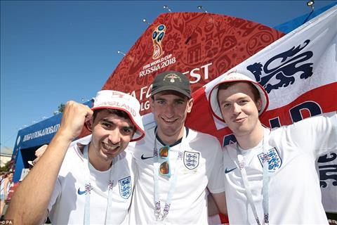 Cổ động viên ĐT Anh trước trận gặp Tunisia