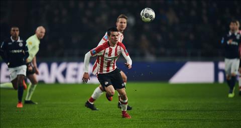 Hirving Lozano vua trai qua mua giai thanh cong trong mau ao PSV Eindhoven.