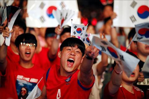 Bieu cam cua mot CDV trong tran dau giua Thuy Dien vs Han Quoc tai Seoul, Han Quoc.