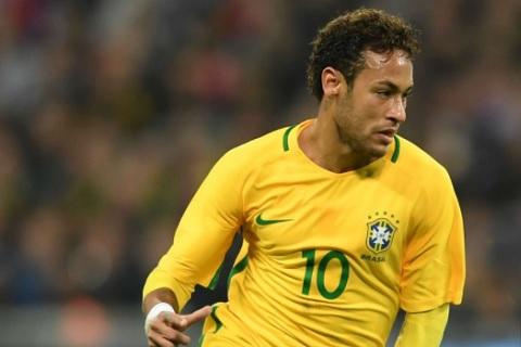 Đồng đội tin tưởng khả năng Neymar bình phục chấn thương 100%