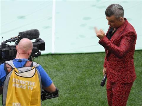 Scandal ngón tay thối của Robbie Williams được ca sỹ lý giải hình ảnh