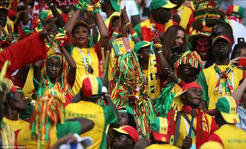 Cac CDV Senegal mang bau khong khi dam chat Phi chau toi san Otkritie Arena.