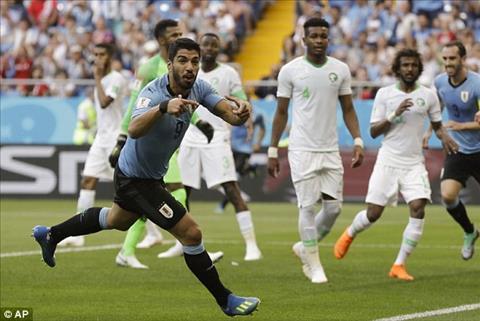 Cựu sao MU mừng Luis Suarez ghi bàn trận Uruguay vs Saudi Arabia hình ảnh