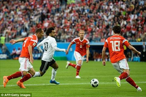Mohamed Salah chua de lai nhieu dau an trong hiep mot tran Nga vs Ai Cap.