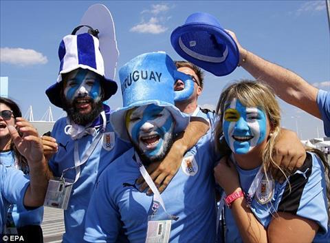 Nguoi ham mo Uruguay mang dung chat cuong nhiet cua nguoi Nam My toi Rostov Arena,