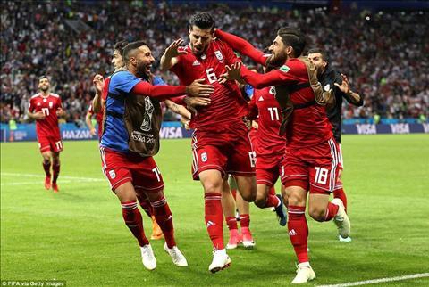 DT Iran dua duoc bong vao luoi Tay Ban Nha nhung khong duoc trong tai cong nhan sau khi ap dung VAR.
