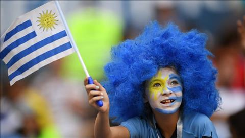 Mot CDV nhi hoa trang day an tuong de co vu cho DT Uruguay.