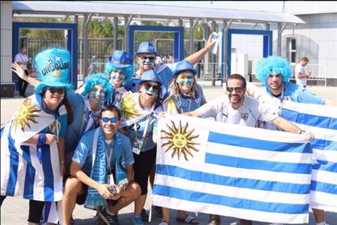 ĐT Uruguay vượt qua vòng bảng Nhuộm xanh sân Rostov Arena hình ảnh
