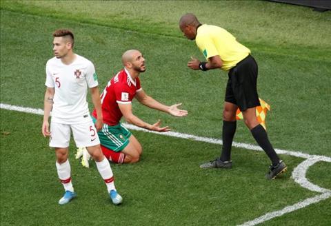 Amrabat che nhao viec ap dung VAR tai World Cup 2018 sau tran thua Bo Dao Nha.