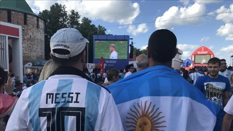 Cac CDV Argentina khong co ve vao san phai tap trung theo doi tran dau o khu Fan Zone.
