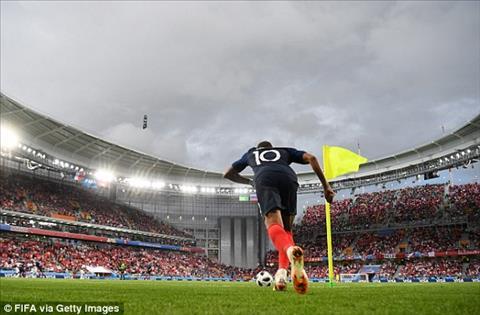 Kylian Mbappe tro thanh cau thu tre nhat cua DT Phap ghi ban tai World Cup.