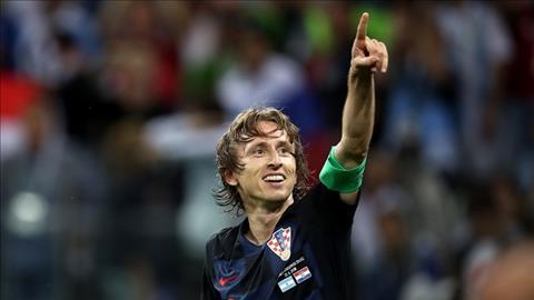 Luka Modric nhan doi cach biet cho Croatia voi cu sut xa dep mat.