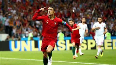 Ronaldo va cu nhay tren dinh the gioi