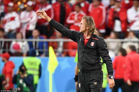 HLV Ricardo Gareca tiec nuoi khi DT Peru bi loai khoi World Cup 2018 ngay tu vong bang.