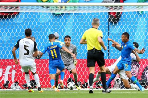 Coutinho ghi ban mo ty so cho Brazil
