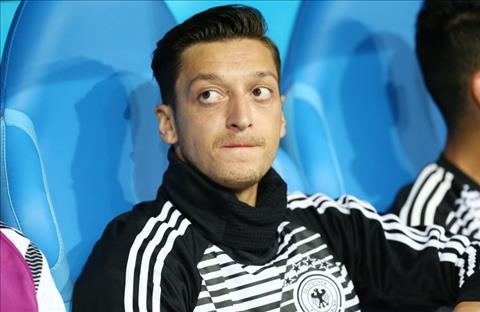 HLV Low noi ve Mesut Ozil