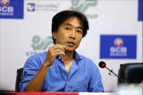 HLV Toshiya Miura nói gì khi học trò bị đuổi vì thi đấu thô bạo hình ảnh