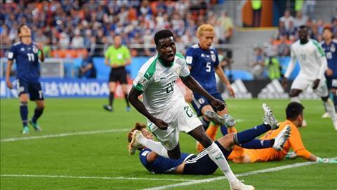 Moussa Wague ghi ban giup Senegal tai lap the dan truoc.