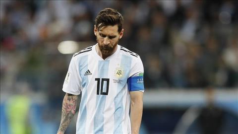 Messi buon ba sau tran thua Croatia 0 - 3