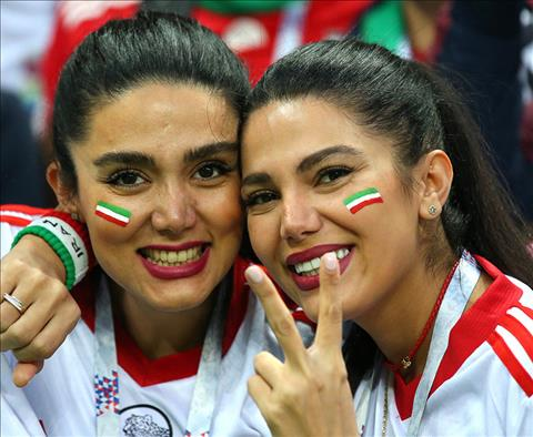 Voi nhieu CDV nu Iran tai World Cup 2018, day la lan dau tien ho duoc buoc vao SVD co vu cho mot tran dau.