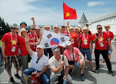 CĐV Việt Nam trận Hàn Quốc vs Đức gây ấn tượng trên báo Anh hình ảnh 2
