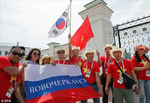 CĐV Việt Nam trận Hàn Quốc vs Đức gây ấn tượng trên báo Anh hình ảnh 3