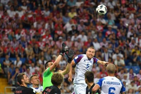 Ingason tung 2 cu dut diem nhung khong co ban go cho Iceland