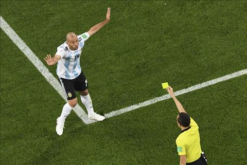 Javier Mascherano choi te hai truoc Nigeria
