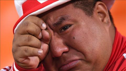 Nuoc mat cua nhieu nguoi ham mo da roi sau tran thua Phap, dong nghia voi viec DT Peru roi World Cup 2018.