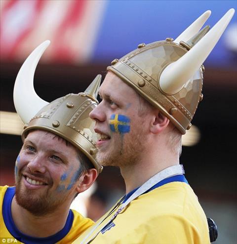 Man hoa trang theo phong cach Viking cua CDV Thuy Dien.