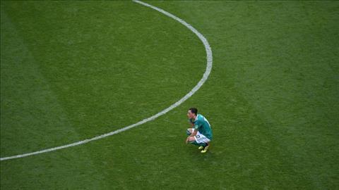 Mesut Ozil ngoi thup xuong san khi Duc thua Han Quoc.