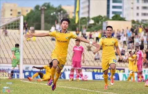 Giúp SLNA có 3 điểm, tiền vệ Phan Văn Đức nhận được lời khen hình ảnh