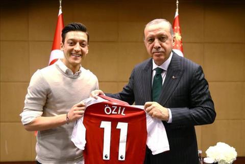 Truoc them World Cup 2018, Mesut Ozil gay tranh cai khi chup anh chung voi ong Tayyip Erdogan, Tong thong Tho Nhi Ky.