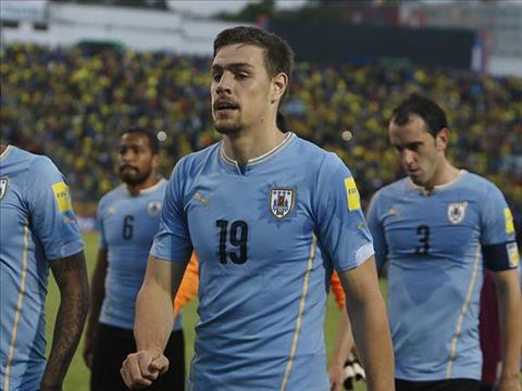 Sebastian Coates (so 19) cho rang Uruguay se khong tap trung hoan toan vao Ronaldo
