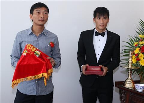 Hong Tien duoc nhac den trong tu truyen cua Cong Vinh voi nhung dong chu day tinh cam.
