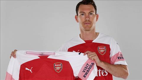 Tân binh Lichtsteiner phát biểu về Arsenal trong ngày ra mắt hình ảnh