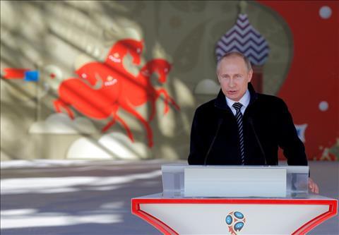 Tong thong Nga Vladimir Putin di nuoc co cao tay voi World Cup 2018.