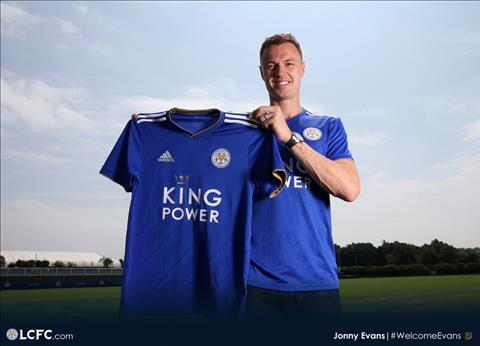 Jonny Evans chinh thuc gia nhap Leicester.