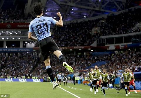 Cavani ghi ban giup Uruguay tai lap the dan ban.