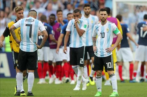Messi cung Argentina dung chan