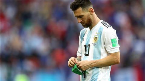 Messi thao tam bang thu quan DT Argentina.