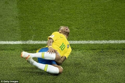 Neymar đáp trả chỉ trích ăn vạ, khẳng định không thèm chấp hình ảnh