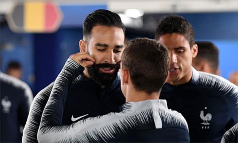 """""""Nghi lễ"""" lấy may cho tuyển Pháp ở World Cup 2018: Vuốt râu Rami"""