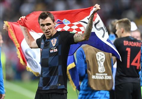 Nguoi hung Mario Mandzukic khoac co Croatia len nguoi.