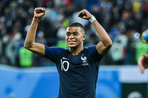 Kylian Mbappe: Than dong bong da but toc len dinh cao the gioi