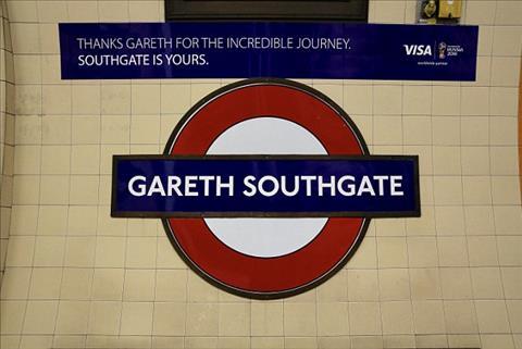 HLV Gareth Southgate cung duoc lay lam ten mot tram tau dien ngam o London.