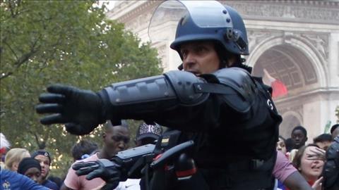 Cảnh sát Paris đụng độ CĐV quá khích sau khi Pháp vô địch World Cup 2018