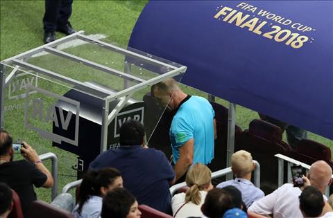 UEFA xem xét áp dụng VAR tại cúp C1 mùa giải này