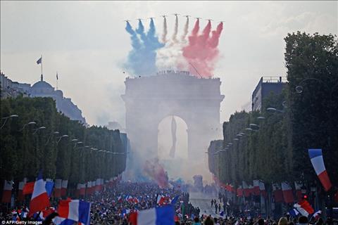 ĐT Pháp được chào đón như nguyên thủ trong ngày trở về